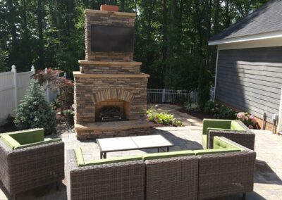 southern-greenscapes-baxter-small-yard-fireplace